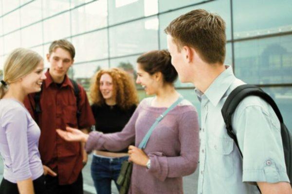 Au lieu de lutter contre l'UDC, le Conseil d'Etat ferait mieux de s'engager pour l'employabilité des jeunes